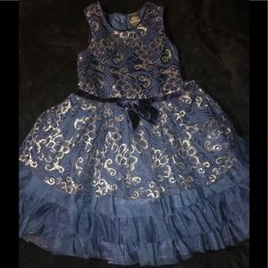 🥰 Adorable Holiday Dress 🥰